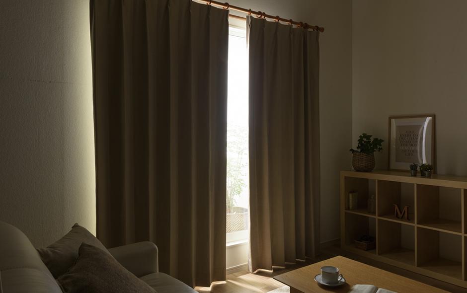 遮光カーテンの色の濃淡による遮光性の違い