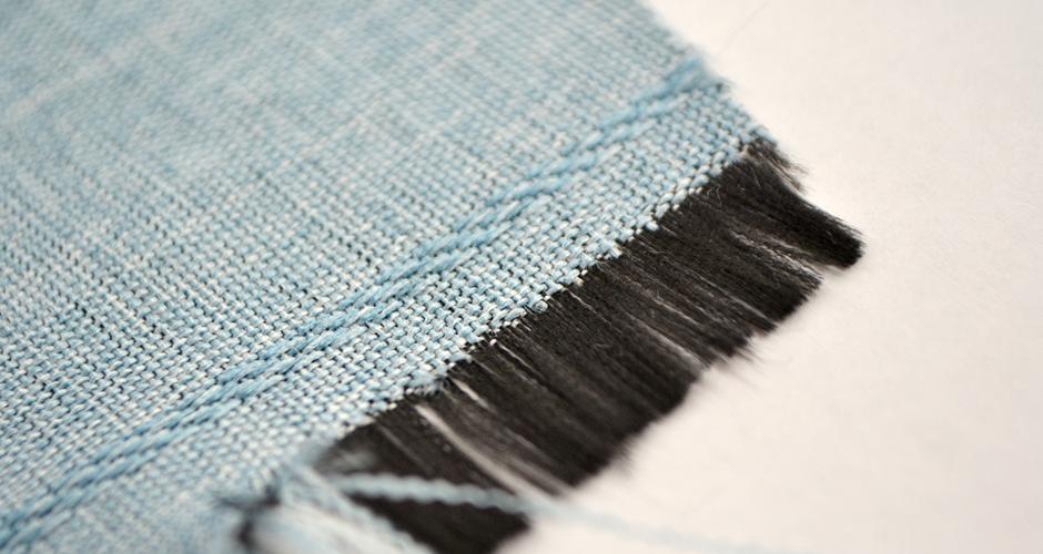 黒糸織りの生地による遮光カーテン