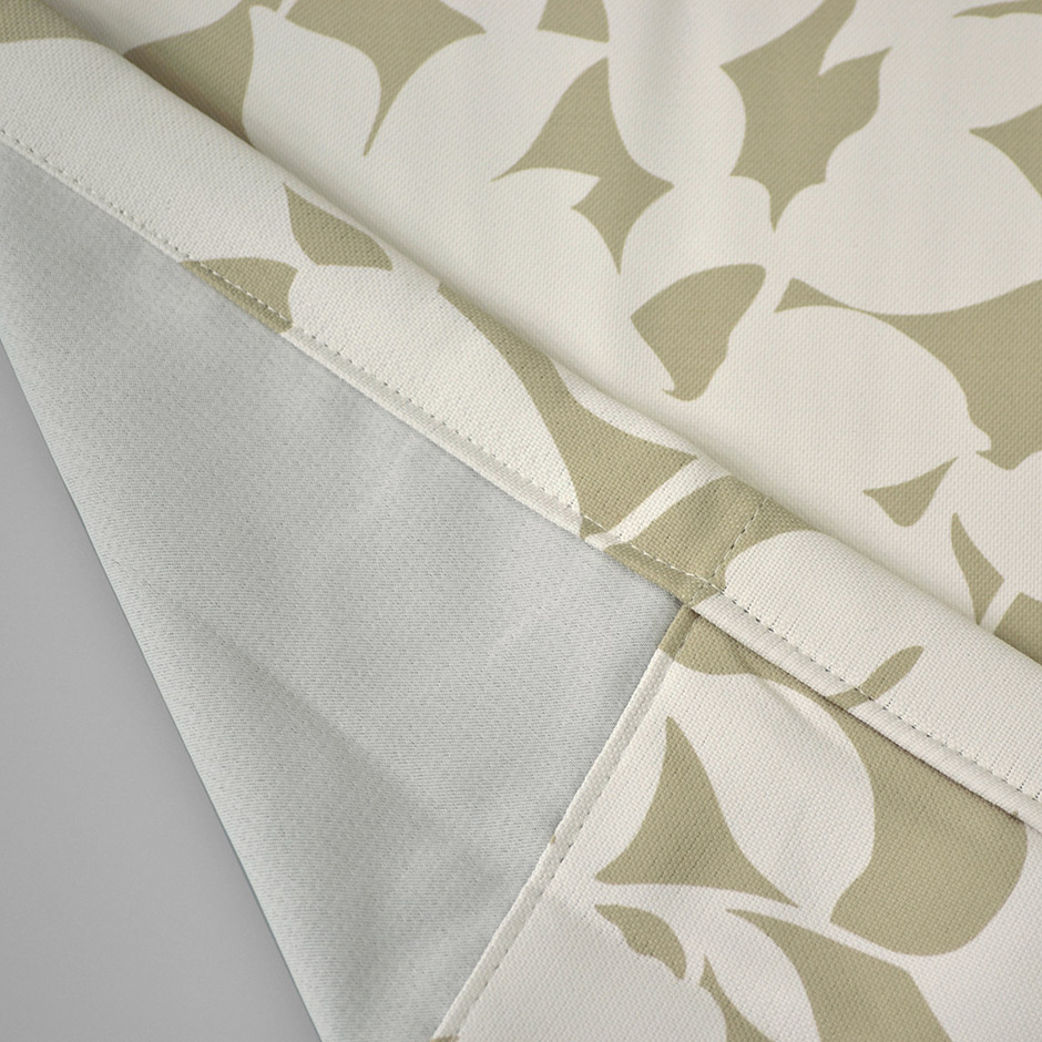 白抜きされたリーフシルエットが爽やかな2級遮光カーテン KK-398